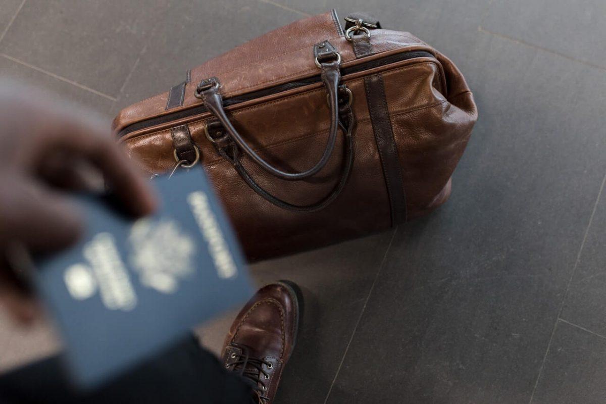 podróżny z paszportem